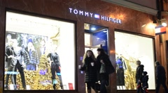 Shop (store - retail) - Tommy Hilfiger - walking people - night Arkistovideo
