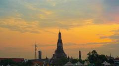 4k Timelapse of Wat Arun day to night sunset view Temple in bangkok Stock Footage