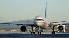 United Boeing 757 check rudder and set slatch Stock Footage