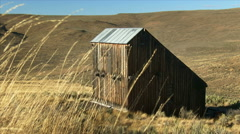 Weathered Barn in Eastern Oregon Stock Footage