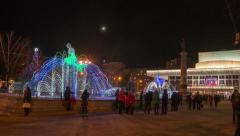 People walk around the fountains in the winter, hyperlapse Stock Footage