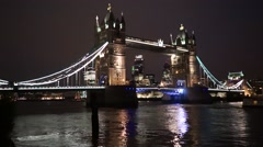 Tower bridge lift at night, zoom in Stock Footage