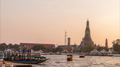 Timelapse day to night of wat arun near chaopraya river Stock Footage