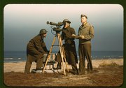 Men of Fort Story operate an azimuth instrument, to measure the angle of spla Stock Photos
