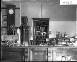 Physics demonstration work bench 1915 Stock Photos