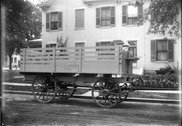 Hog wagon parked in front of town residence 1916 Stock Photos