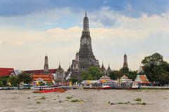 Wat arun temple and chao phraya rive Stock Photos