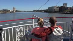 Tourists take riverboat tour cruise along savannah river, ga, usa Stock Footage