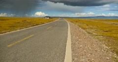4k huge clouds mass rolling over namtso road,herdsman tent. Stock Footage