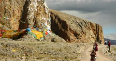 4k Tibetans walking the pilgrim at the lake namtso in tibet,Prayer flags. Stock Footage