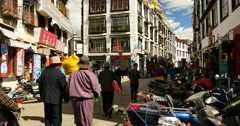 4k tibetan & tourist walking on famous barkhor street in lhasa,tibet,butter sto Stock Footage