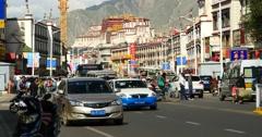 4k busy traffic & crowd in lasa business street,far away lhasa building &potala Stock Footage