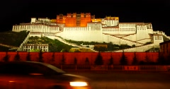 4k busy traffic in front of the Potala at night in Lhasa,Tibet. Stock Footage