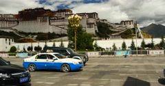4k busy traffic & crowd in front of potala in lasa,tibet. Stock Footage