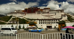 4k busy traffic & crowd in front of potala in lhasa,tibet. Stock Footage