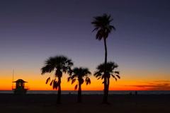 Florida gulf sunset behind d lifeguard station Stock Footage