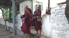 Amarapura, monks at Mahagandayon monastery Stock Footage