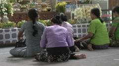 Sagaing, Swan Oo Pon Nya Shin Pagoda, praying woman Stock Footage