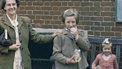 England 1955: family portrait Stock Footage