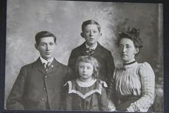 VINTAGE ,VICTORIAN PHOTO, family group together Stock Photos