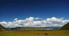 4k clouds mass rolling over mountains in Shangri-La yunnan,Napahai Wetland. Stock Footage