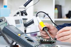 Repair of electronic devices, soldering parts Kuvituskuvat