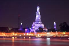 Wat arun and light trail Stock Photos