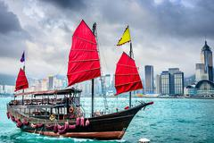 Chinese junk boat in victoria harbor Stock Photos