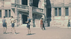Blois 1949: visitors in the courtyard of the castle Stock Footage