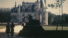 Château de Chenonceau 1949: people entering into the building Stock Footage