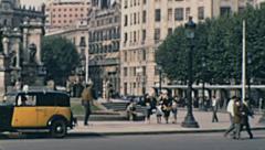 Barcelona 1950s: traffic in Plaça de catalunya Stock Footage