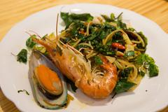 Spaghetti pad kee mao with prawn and mussel new zealand Stock Photos