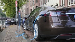 Charging an electric car outdoor Arkistovideo