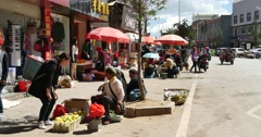 4k Fruit stand & grocery store in Shangri-La street,The busy crowd,china. Stock Footage