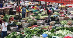 4k large outdoor vegetable & fruits trade market in Shangri-La,china. Stock Footage