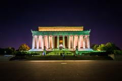 The lincoln memorial at night at the national mall in washington, dc. Stock Photos