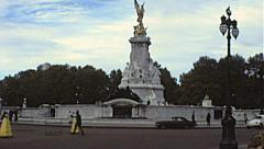 London 1979: queen Victoria monument Stock Footage