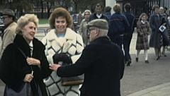 London 1979: old man flyering in front of Buckingham palace Stock Footage