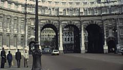 London 1979: people in front fo Admiralty Arch Stock Footage