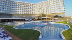Pool without people near edifice of hotel at summer Stock Footage