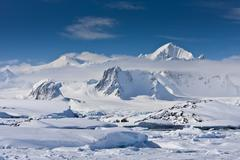 Snow-capped mountains Kuvituskuvat