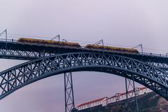 Train on a bridge Kuvituskuvat