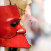 Red Venetian mask for sale in calle of Venice Stock Photos