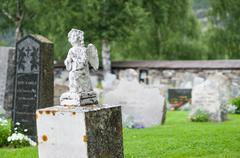 Gravestone statue of praying angel at cemetery Stock Photos