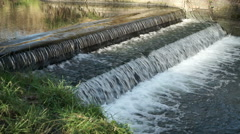 Weir on the Rea in Canon Hill park, Birmingham. Stock Footage