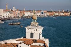 Punta della Dogana (Dogana di Mare), the old Venice customs post, now a modern Stock Photos