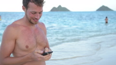 Vacation man using mobile cell smart phone app to send sms text message Arkistovideo