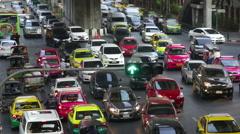 Bangkok slow moving traffic merges at traffic light real time Stock Footage