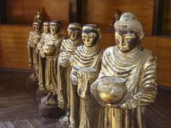 Baddafiguren in einem Tempel Stock Photos
