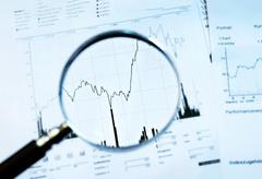Magnifier and share price Stock Photos